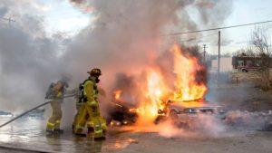 20101220_car-on-fire_612mz