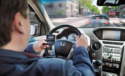texting-while-driving-how-dangerous-is-it-photo-283840-s-429x262.jpg